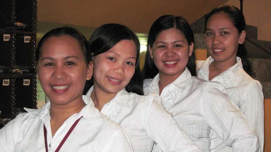 Hotel-Palwa-staff
